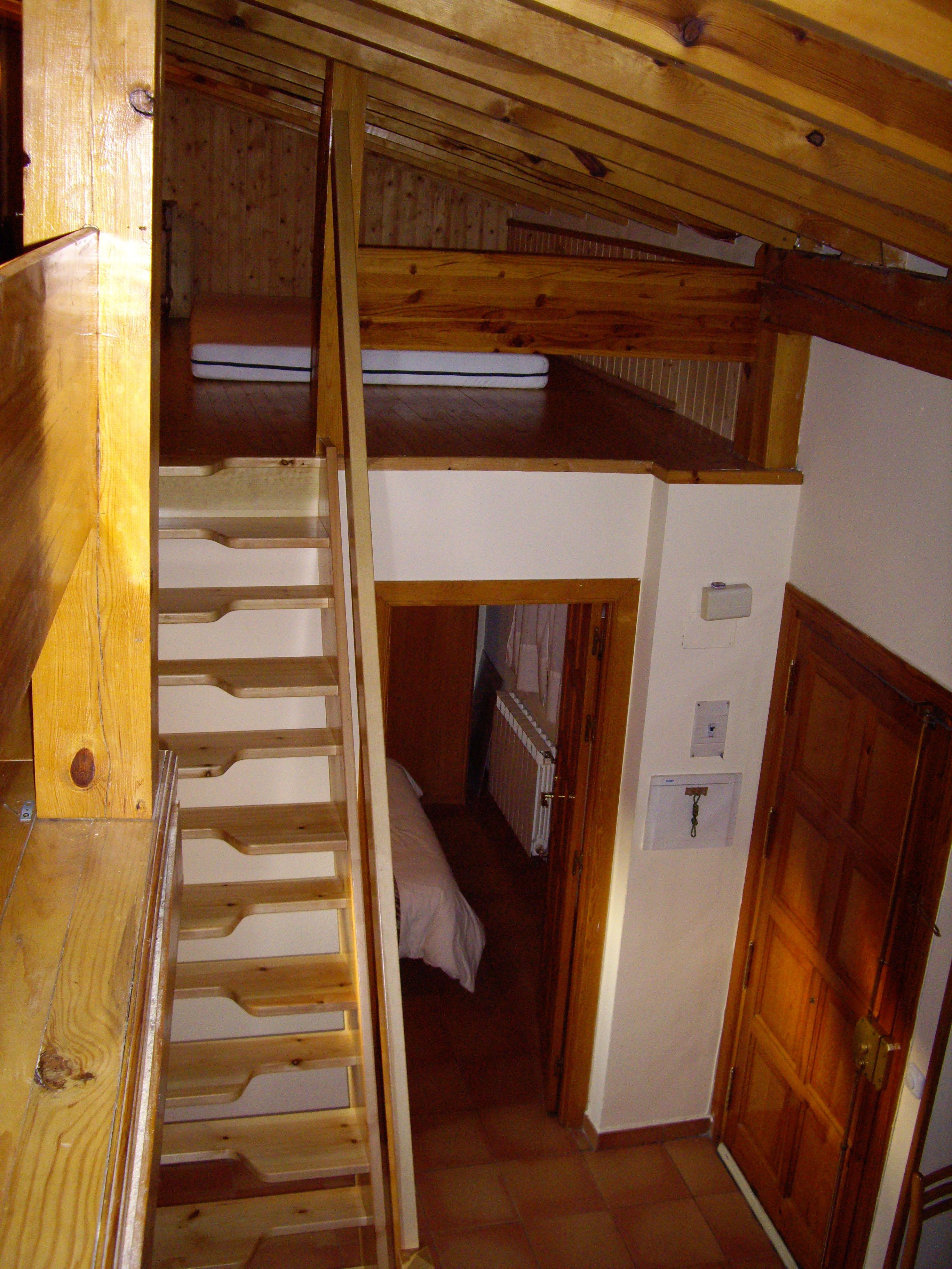 Escaleras espacios reducidos escalera en l peldao de - Escaleras espacios pequenos ...