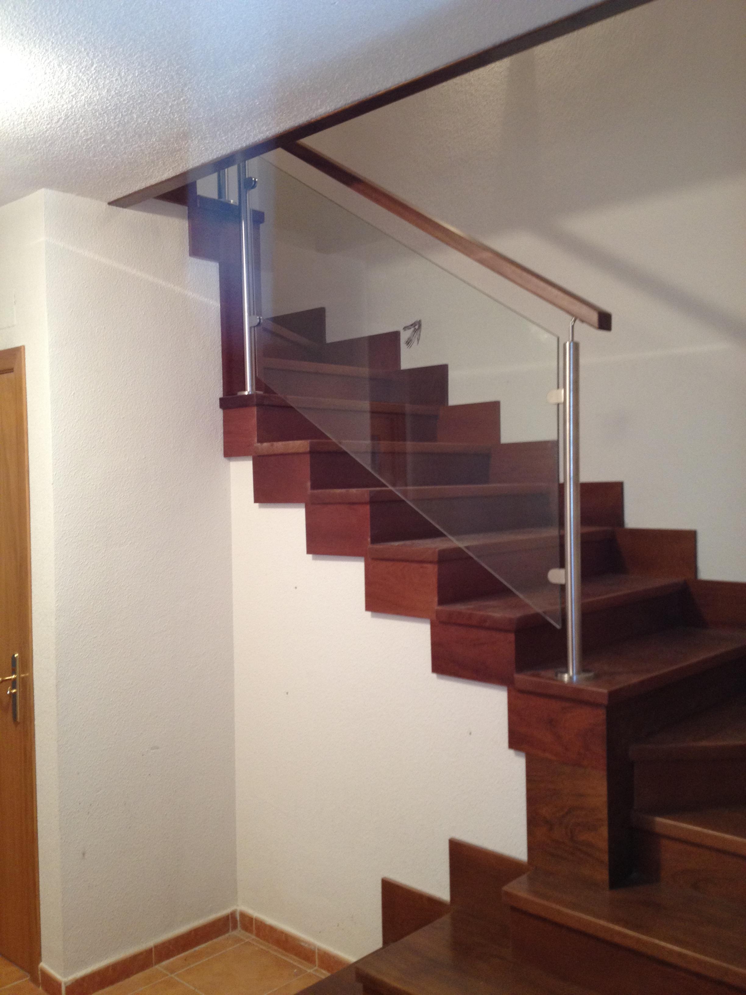 Carpinter a ebanister a g mez garc a trabajos - Escaleras con barandilla de cristal ...