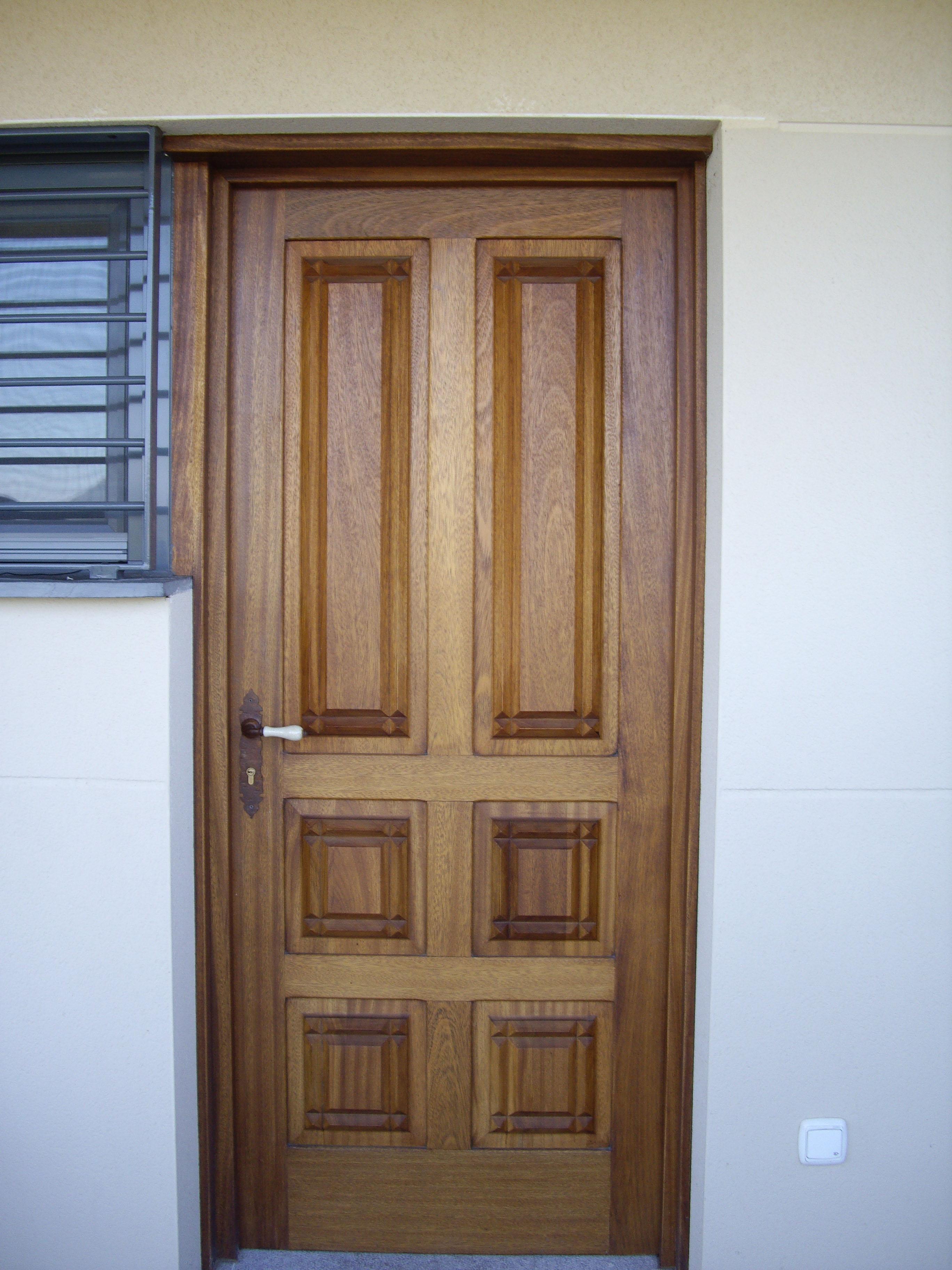 Carpinter a ebanister a g mez garc a trabajos - Puertas de madera decoradas ...